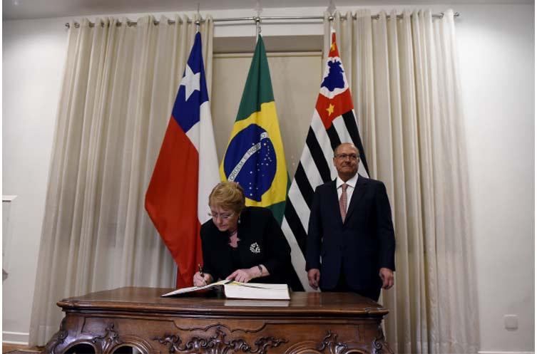 Presidenta Bachelet se reunió con ministro del Exterior de Brasil antes del partido