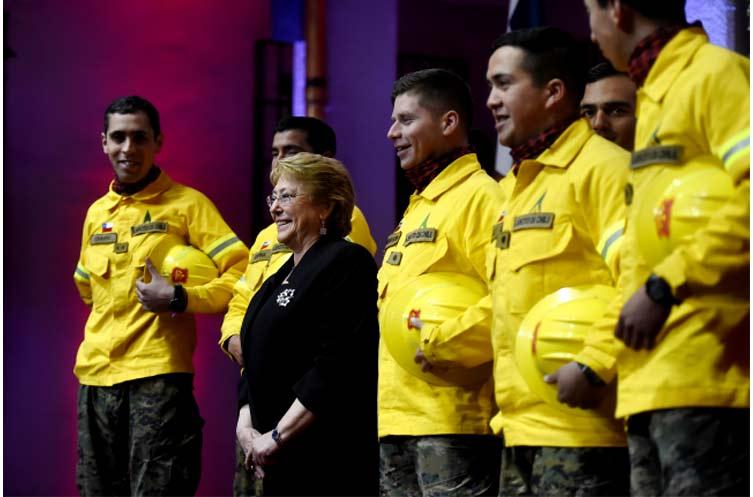 Presidenta recibe Estrategia para el Fortalecimiento de la Gestión de Incendios Forestales
