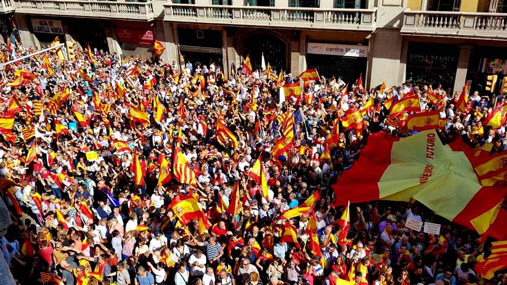 """Unionistas hacen demostración de fuerza en Barcelona bajo la consigna: """"Prou! Recuperem el seny"""""""