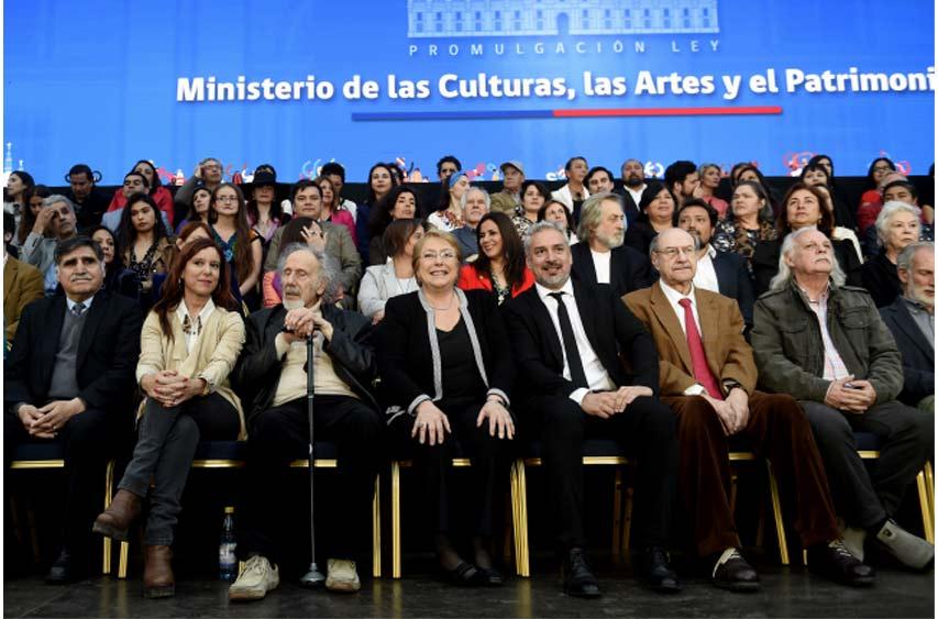 """Bachelet promulga ley que crea Ministerio de las Culturas y le manda mensaje a la derecha: """"No todo puede ser cuantificable en números"""""""