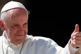"""""""Pía"""" Comisión de Hacienda del Senado aprueba beneficios tributarios para empresas que donen para viaje-invitación del Papa"""