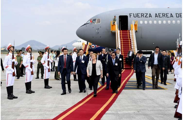 Presidenta inicia visita de Estado previo a participar en APEC Vietnam 2017