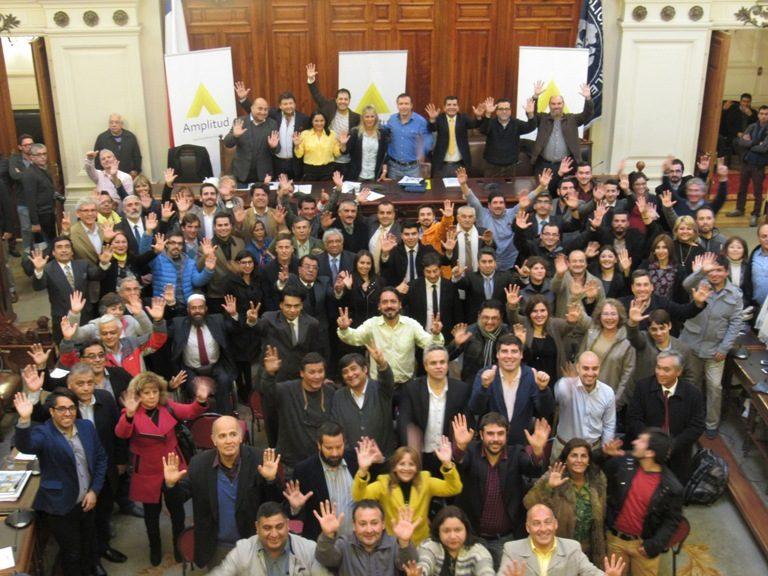 Amplitud llama a sus partidarios a votar por Piñera