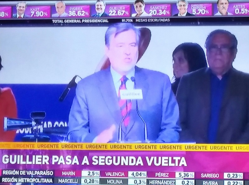 """Alejandro Guillier: """"Quiero decirles a todos que tengo la convicción que hoy triunfó el futuro y no el pasado, pero necesitamos reconstruir una unidad profunda"""""""