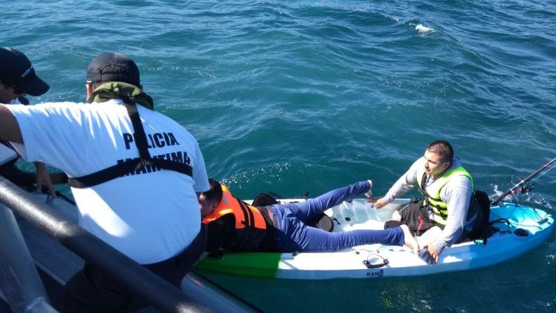 Armada rescata a kayakistas en Laguna Verde