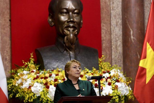 """Presidenta en Hanói: """"Vietnam es un país que -como Chile- ha apostado por el comercio abierto al mundo"""""""