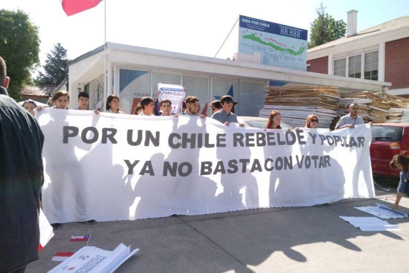 Juventud Rebelde se tomó sede del candidato Sebastián Piñera