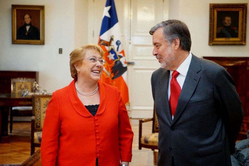 Bachelet se reúne con Guillier y entrega fuerte señal de unidad para enfrentar el balotaje