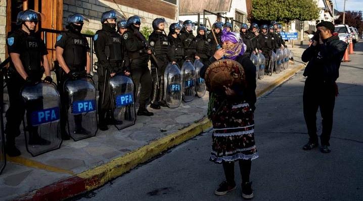 Argentina, Río Negro: Mapuche muere baleado tras un enfrentamiento con la Prefectura Naval en Villa Mascardi