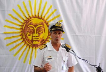 """Armada Argentina confirma """"evento violento con una explosión"""" en submarino ARA San Juan"""