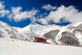 Hotel de la Región del Biobío es distinguido como uno de los mejores centros de esquí del mundo