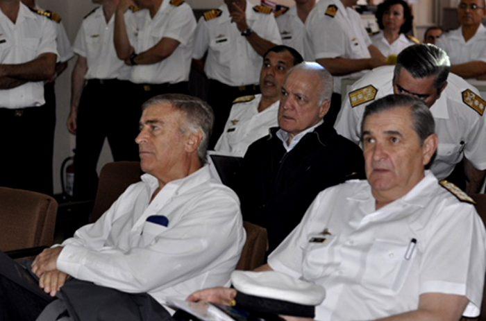 """En la Base Naval de Puerto Belgrano, el 27 de noviembre el ministro junto al Alto Mando de la Armada Argentina dijo: """"Nuestra única preocupación es encontrar al buque, nuestra única preocupación son las familias, y estamos informando en tiempo casi real""""."""
