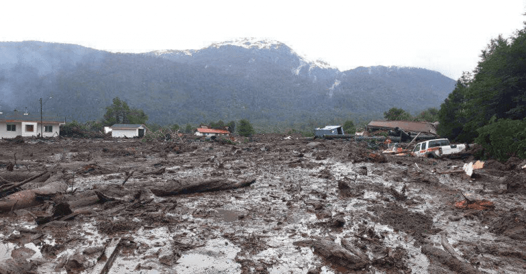 Tres muertos y 15 desaparecidos deja aluvión en Chaitén