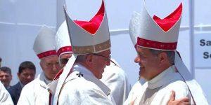 Bergoglio-y-el-obispo-Barros-en-Chile-2018