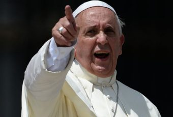 """En medio de la peor crisis de la Iglesia, Papa Francisco vuelve a la carga contra el aborto equivale a """"contratar a un sicario"""""""