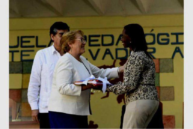 """Presidenta Bachelet: """"La cooperación chilena en Cuba, responde a la solidaridad entre ambos pueblos y al común anhelo de progreso y crecimiento con justicia y equidad"""""""