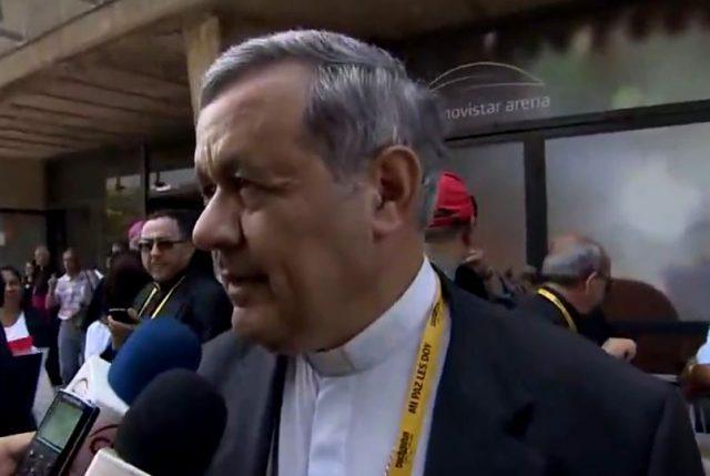"""Obispo Barros no responde preguntas de la prensa y no se da por aludido por las palabras del Papa diciendo: """"Se han dicho muchas mentiras"""""""