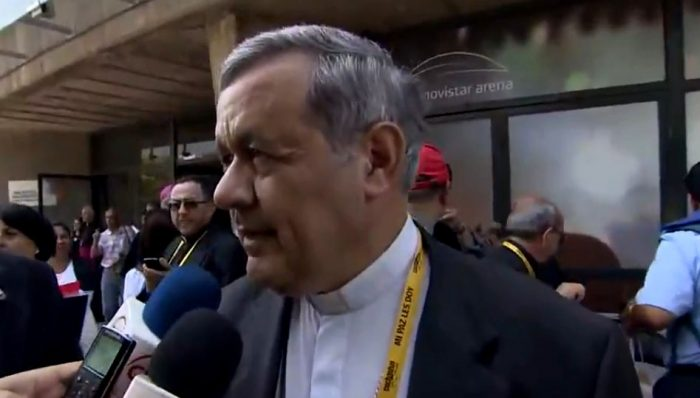Obispo Barros una vez terminada la misa en el Parque O'Higgins, fue abordado por la prensa  por los cuestionamientos,  preguntas que eludio y  asegurando que se siente apoyado por el Papa.