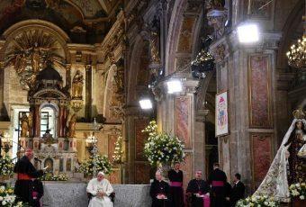 """Nuevamente el Papa aborda el tema de los abusos por parte de curas: """"Ir vestido de cura se está pagando caro"""""""