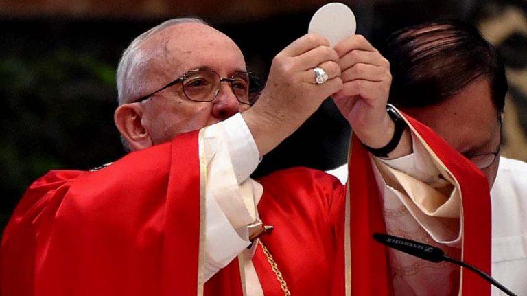 Carlos Peña no suelta a Francisco y ahora lo interpela: ¿Cuál es el lugar del Papa en una sociedad abierta y democrática, como la que comenzará a visitar mañana?