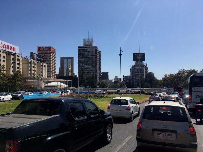 Fotografía tomada a las 16:30 horas del viernes 26 de enero, el taco es monumental debido al estrechamiento del eje Plaza Baquedano por la carrera.