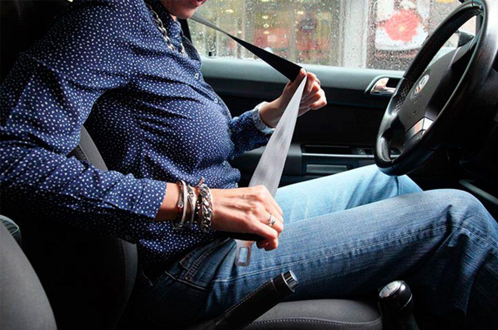 Gran número de choferes no usan cinturón de seguridad en verano