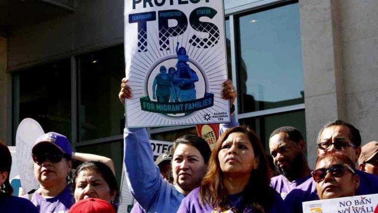 """Trump da otro paso para afianzar """"América Primero"""" y pone fecha tope a programa de Protección Migratoria Especial  para 200 mil  salvadoreños residentes en EEUU"""