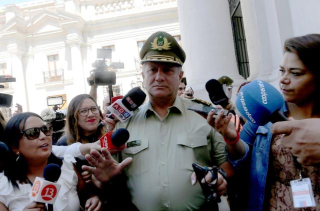 General Villalobos presenta su renuncia a Carabineros y Piñera se la acepta