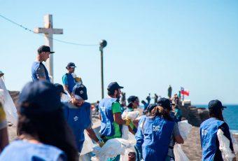 200 kilos de basura se recolectan en playa de Curanipe