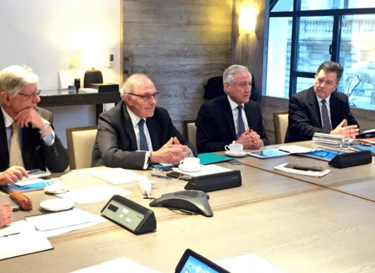 Canciller Muñoz encabeza reunión con abogados de La Haya a la que se sumó Roberto Ampuero