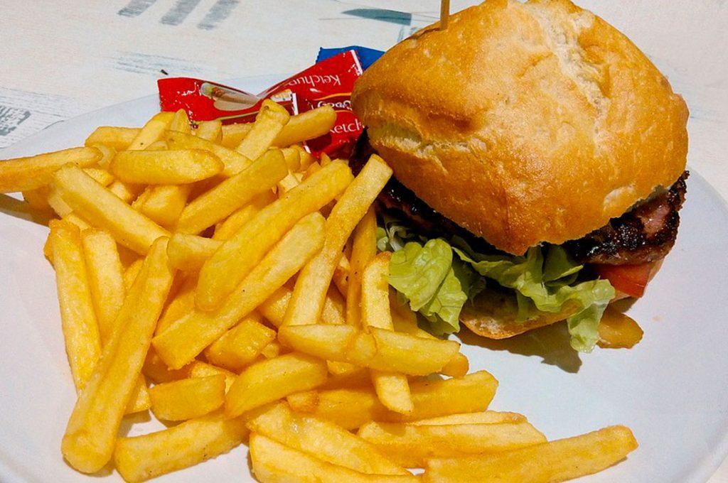 Estilos de vida y rendimiento escolar: Estudios del INTA confirman cómo los alimentos altos en grasas y azúcares afectan el desarrollo cognitivo de los niños