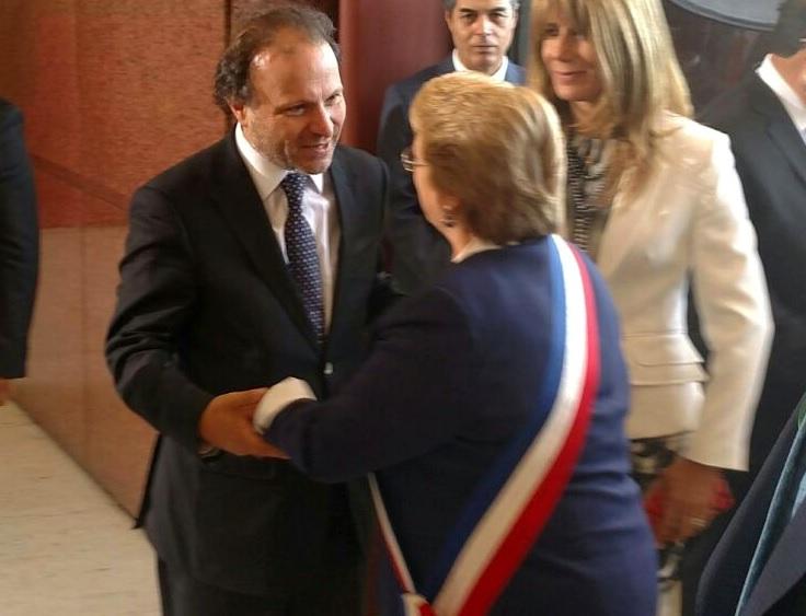 """Senador De Urresti hace reconocimiento a Bachelet: """"La Presidenta puso coraje y fuerza para transformar Chile y le cambió la cara a nuestro país"""""""