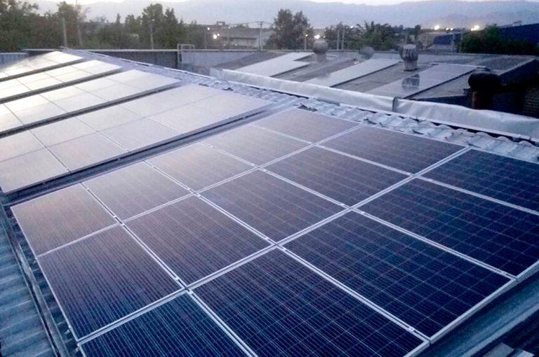Energía Fotovoltaica: Chile pionero con primera planta de reciclaje del mundo que maneja el 100% de sus procesos usando paneles solares