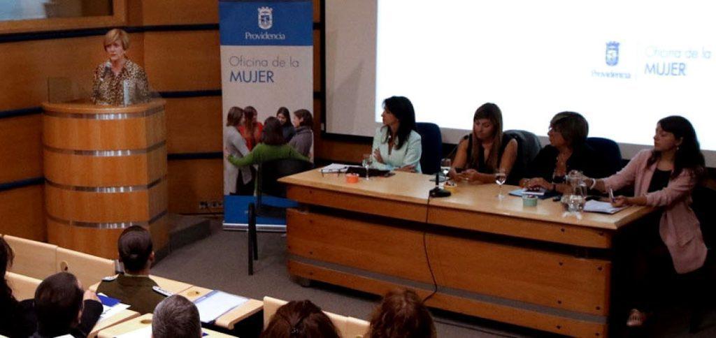 """Alcaldesa Matthei inauguró seminario """"Rompiendo paradigmas: Mujeres y Trabajo"""","""