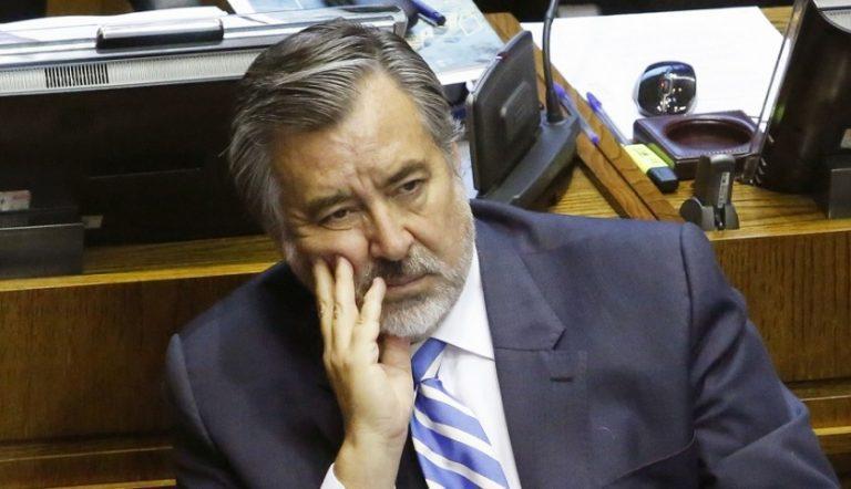 Guillier le da insólito ultimátum de 48 horas al ministro Paris cuando apenas había asumido