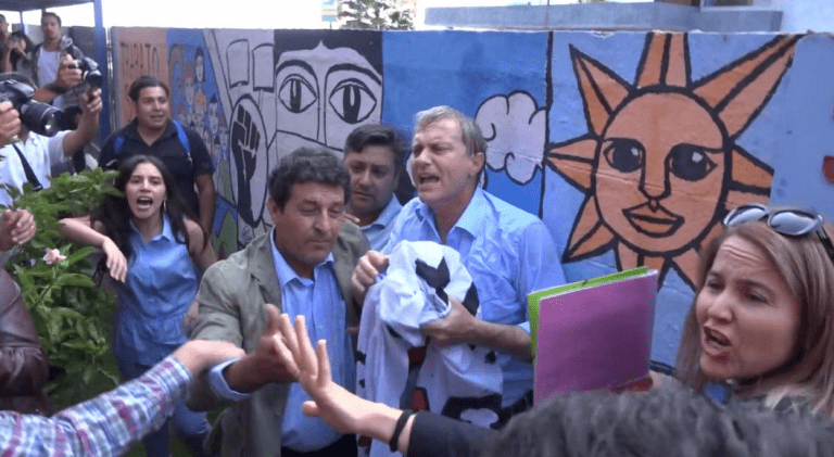 """Peña le presta ropa a Kast tras agresión en Iquique y dice que el objetivo de la democracia es la de """"convivir pacíficamente con el enemigo"""""""