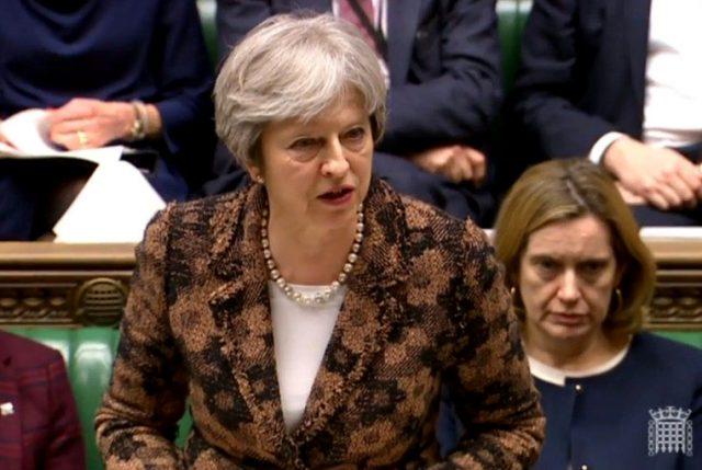 Escala crisis por atentado a ex espía ruso en Inglaterra y Premier May acusa a Moscú