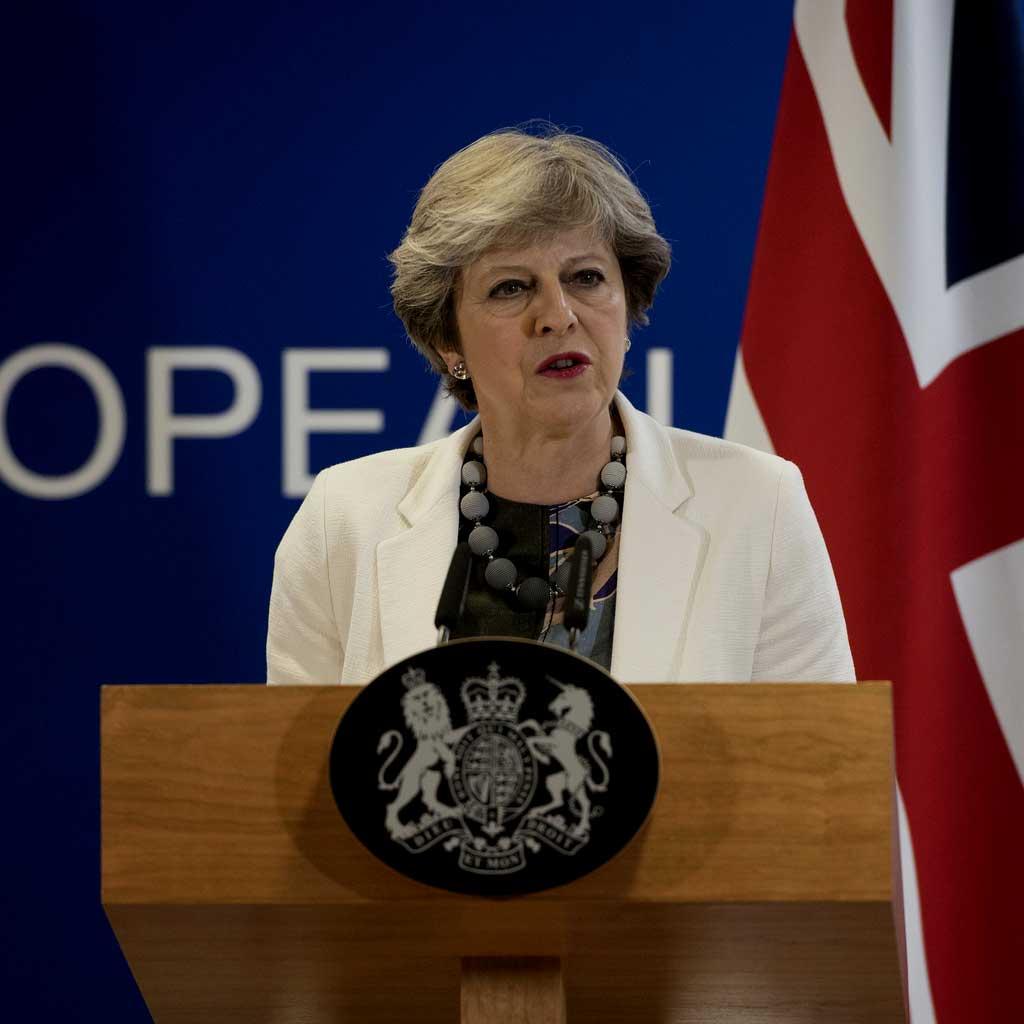 UK: Premier Theresa May logra voto de confianza y sigue a la cabeza del gobierno