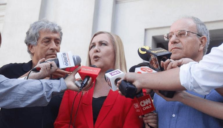 """Abuela"" Pamela Jiles presenta decálogo de transparencia a sus pares del Frente Amplio"