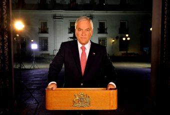 """Carlos Peña analiza la disposición al diálogo de Piñera y le advierte:  """"En la democracia el Congreso Nacional debe ser el foro público por antonomasia"""""""