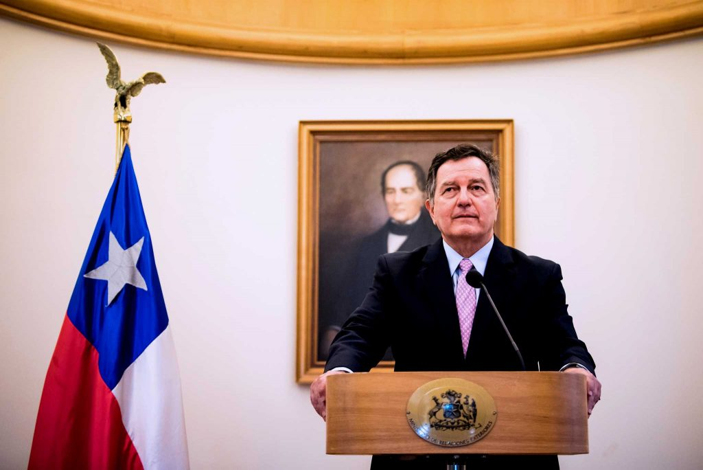 """Roberto Ampuero nuevo Canciller de Chile: """"La política exterior está al servicio de los chilenos"""""""