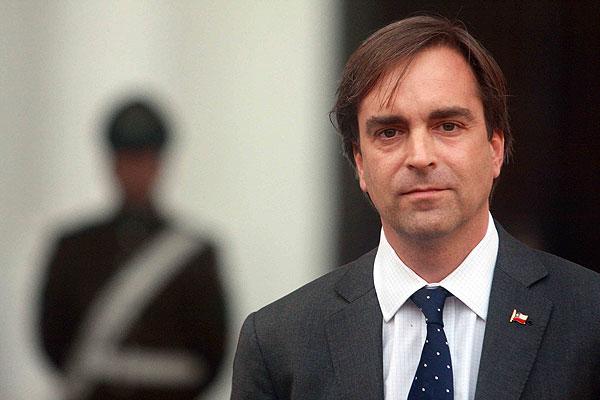 Evopoli 'olvida' ley contra nepotismo y justifica nombramiento de Pablo Piñera como embajador