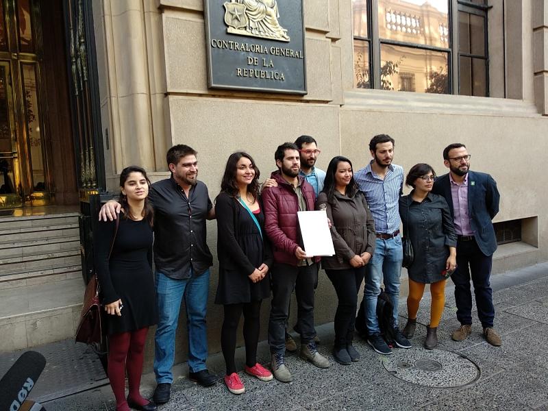Frente Amplio concurre a Contraloría por violencia de Carabineros en la primera marcha por la educación