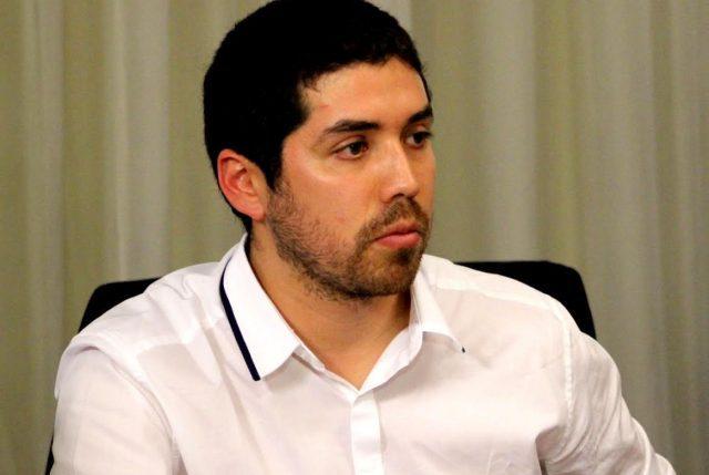Juan Santana, el diputado PS que fue contra la corriente y votó a favor de la Comisión CAE