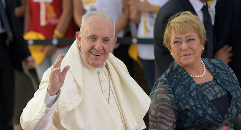 """Bachelet por carta del Papa: """"Con sus palabras, se inicia un camino de perdón y reparación a las víctimas"""""""