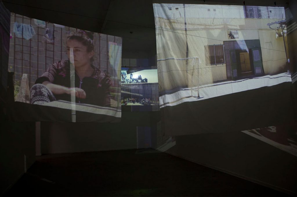 Artista transforma MAC Quinta Normal en una prisión