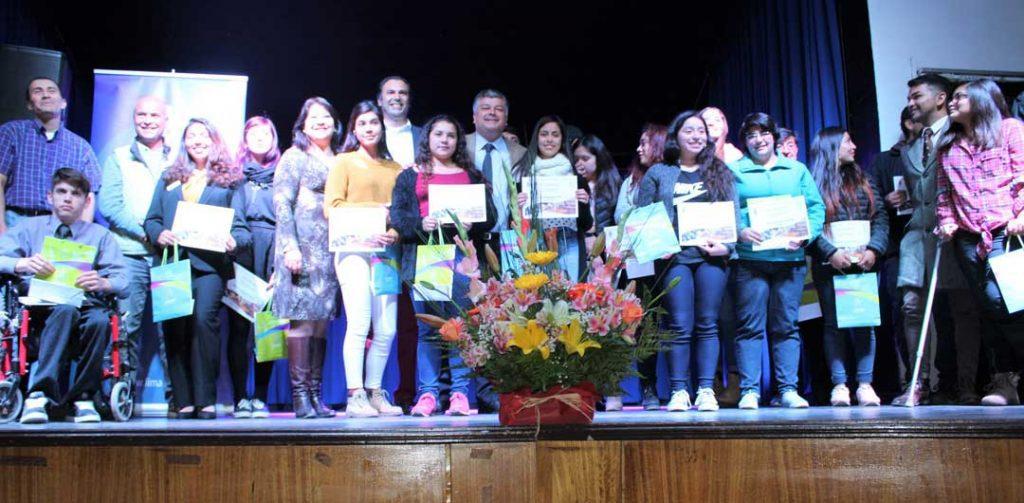 Municipalidad de Limache entrega becas para Educación Superior por $16.500 millones