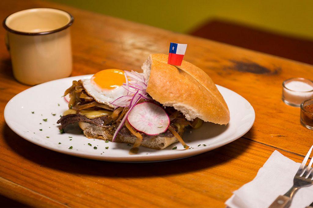 Día de la Cocina Chilena: Barrio Franklin rescata tradición gastronómica con platos típicos