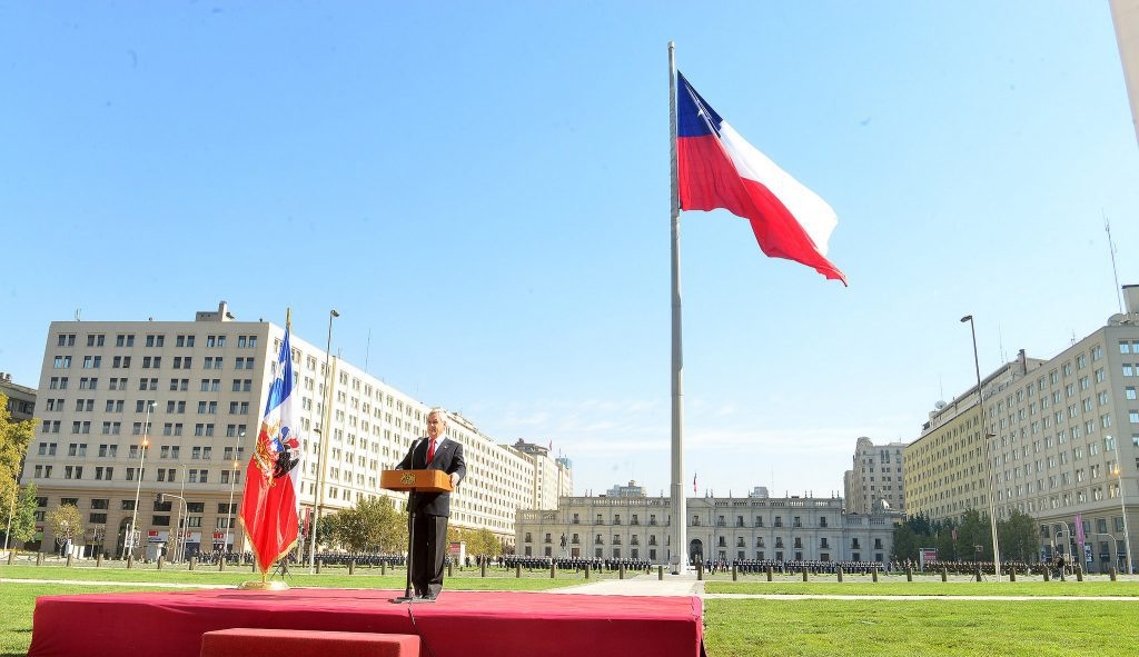 """Los 12 expertos """"sin título profesional declarado"""" que mantiene el segundo piso de La Moneda."""