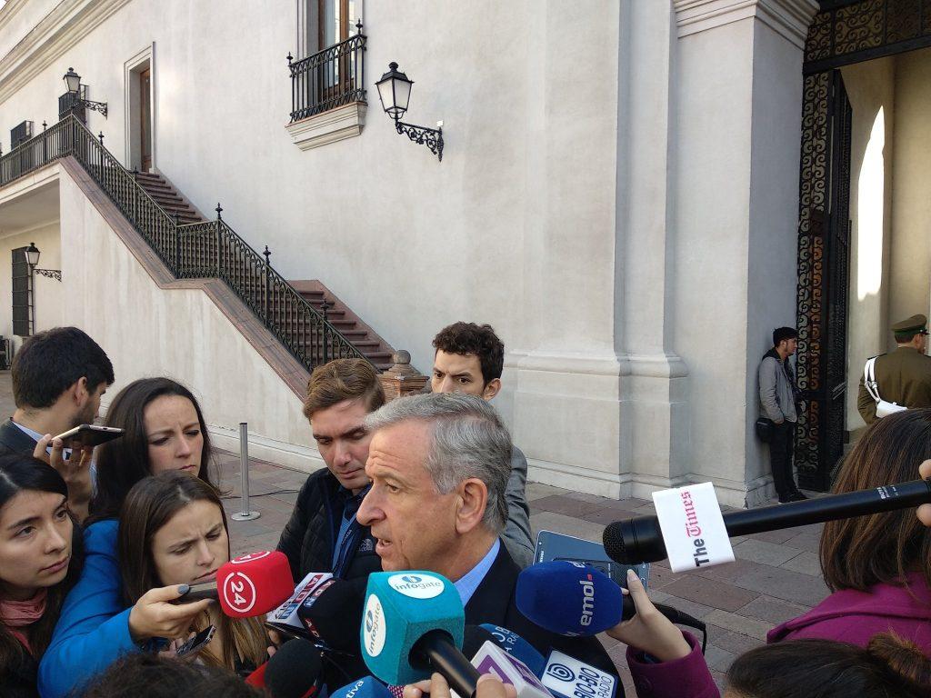 Rendón concurre a Contraloría a entregar más antecedentes por viaje a Harvard de ministro Larraín